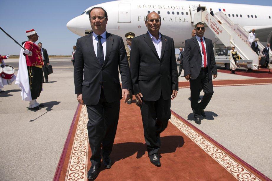 Le président français, François Hollande, et son homologue... (PHOTO LIONEL BONAVENTURE, AFP)