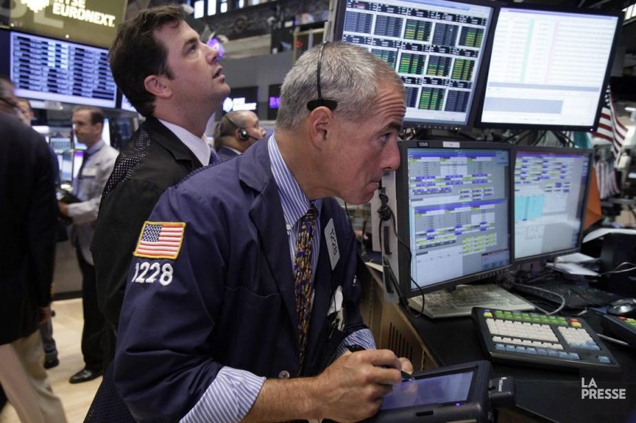 En tout début d'échanges, le marché boursier new-yorkais... (PHOTO RICHARD DREW, ASSOCIATED PRESS)