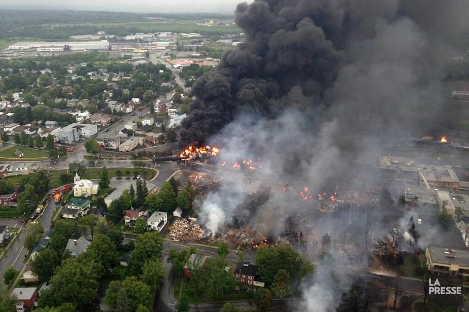 Cette photographie, prise à partir de l'hélicoptère de la Sûreté du Québec, a été publiée ce matin sur le compte Twitter de la SQ. | 6 juillet 2013