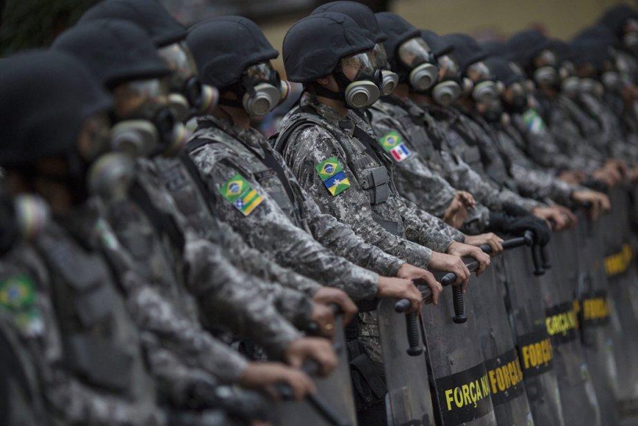 La police brésilienne a eu fort à faire... (Photo Felipe Dana, AP)
