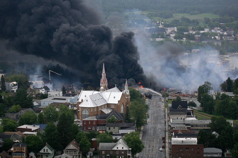 Le centre-ville de Lac-Mégantic a été devasté par l'explosion d'un... | 2013-07-06 00:00:00.000