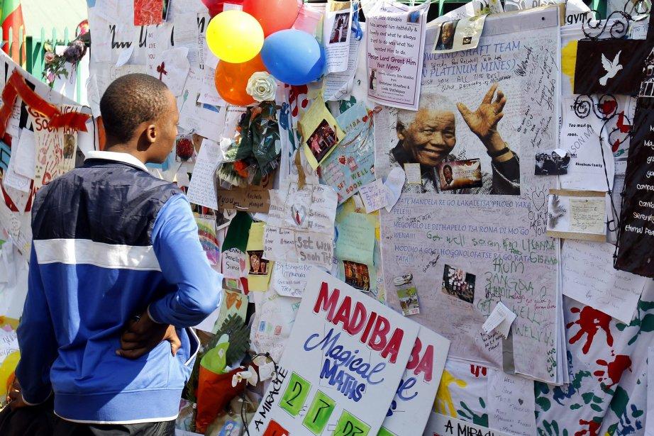 La grille de l'hôpital de Pretoria a été... (Photo Siphiwe Sibeko, Reuters)