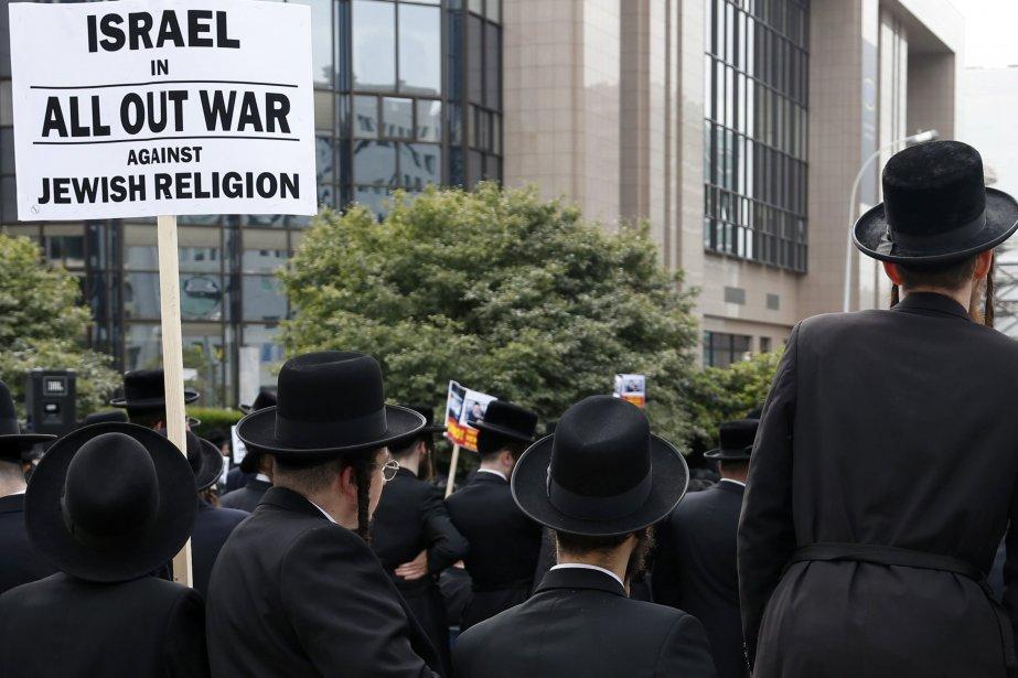 Les leaders religieux ultra-orthodoxes ont condamné la décision... (Photo Francois Lenoir, Reuters)
