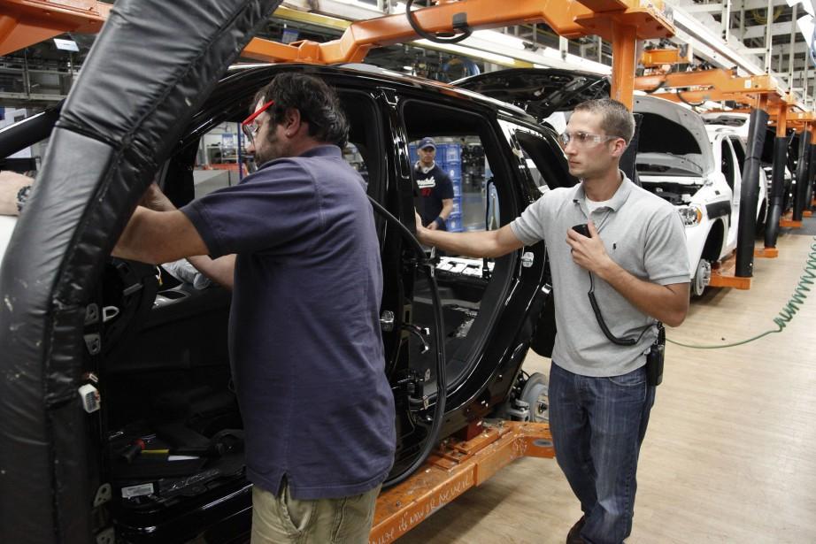 Les ventes des fabricants ont diminué en... (PHOTO PAUL SANCYA, ARCHIVES AP)