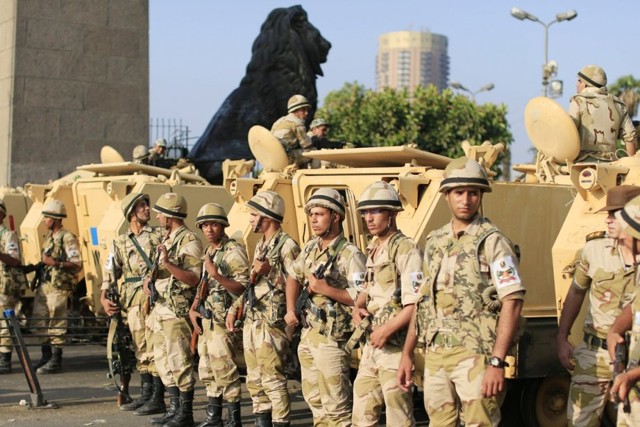 Washington a invité l'armée à faire preuve du... (PHOTO HASSAN AMMAR, AP)