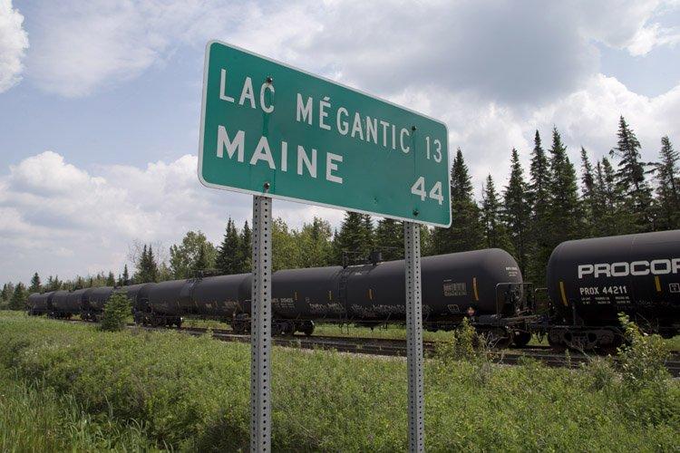 Les convois de Montreal Maine & Atlanticparcourent près... (Photo: Robert Skinner, La Presse)