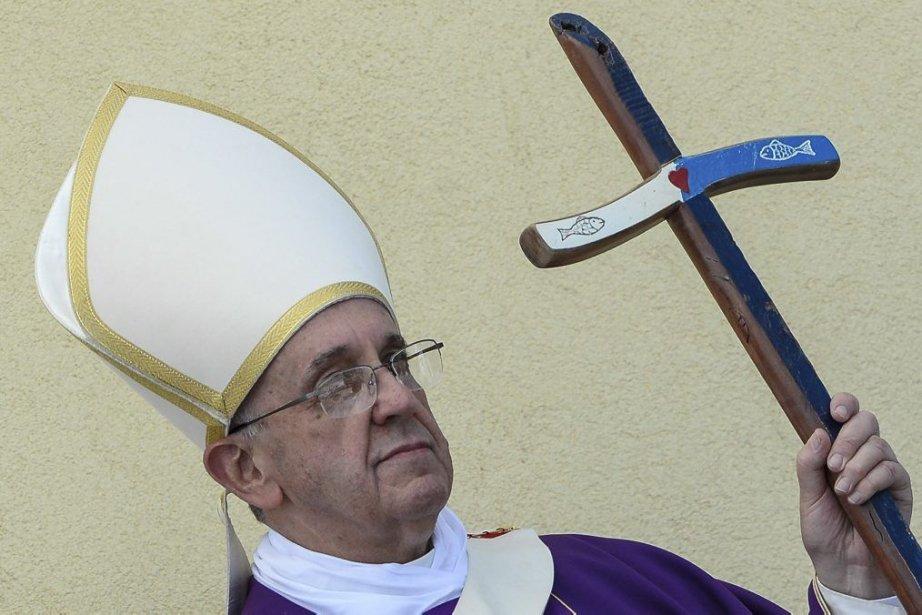 Le pape a souligné que les familles éprouvées... (PHOTO ANDREAS SOLARO, AFP)