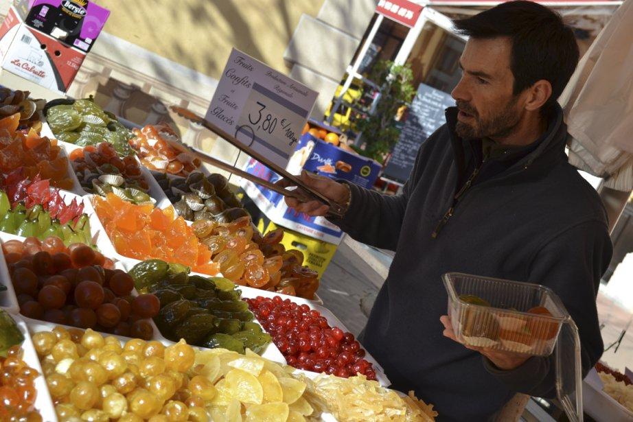 Les marchés niçois regorgent de produits frais et de succulents fruits confits. (Photo Violaine Ballivy, La Presse)