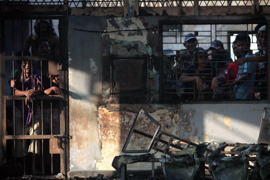 Des prisonniers ont mis le feu à des... (Photo AFP)
