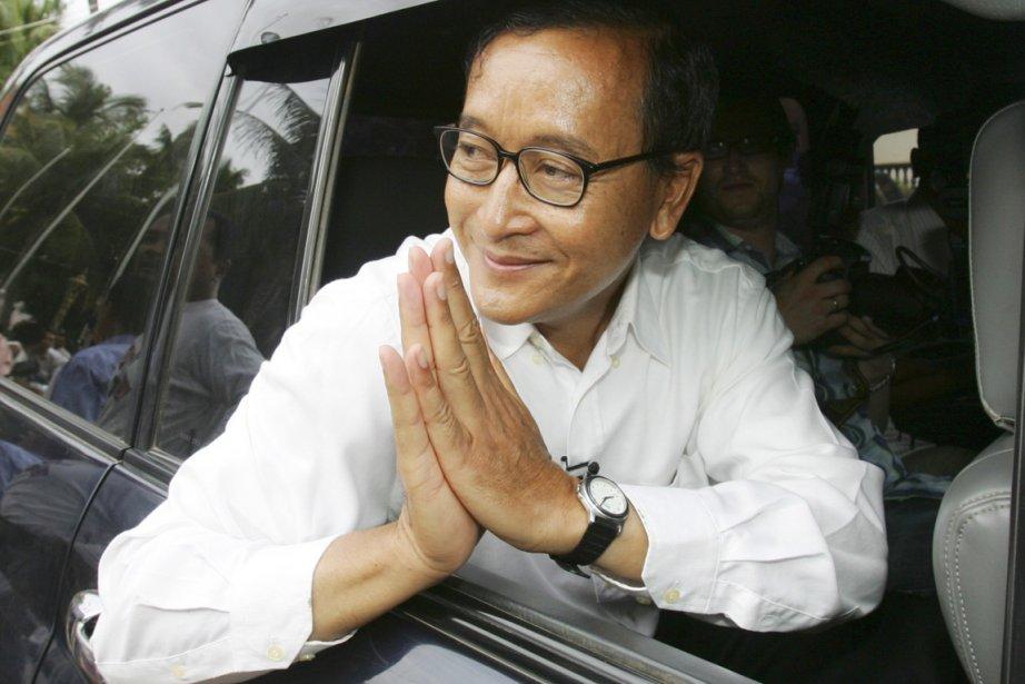 Sam Rainsy, chef du Parti du sauvetage national... (PHOTO SAKCHAI LALIT, ARCHIVES AP)