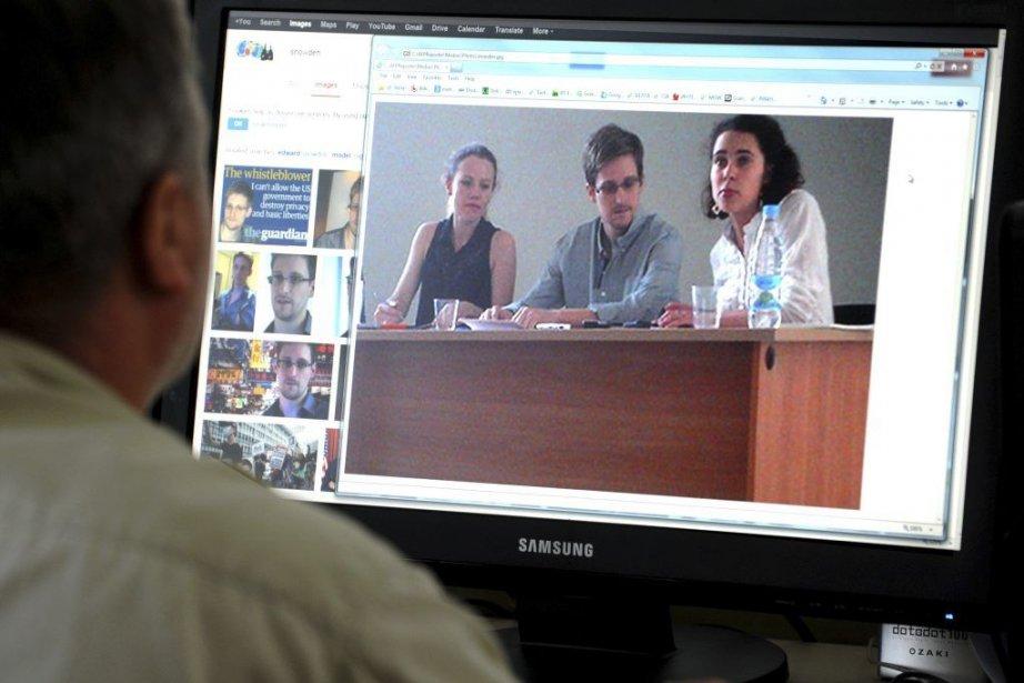 Edward Snowdenavait demandé au début de la semaine... (PHOTO AFP)