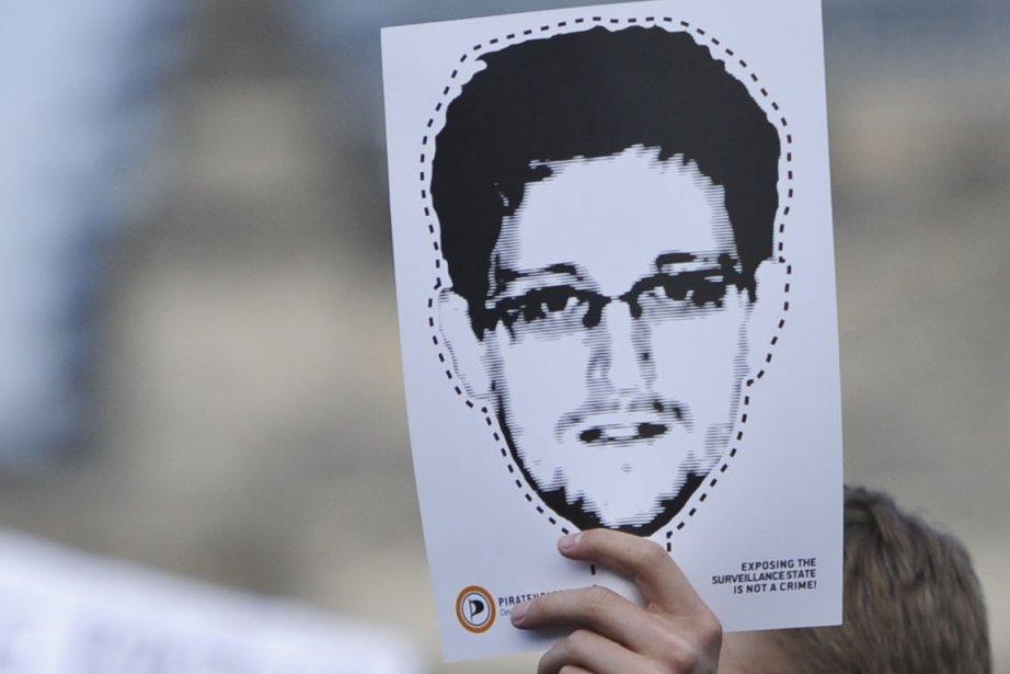 Edward Snowden candidat au prix Nobel de la... (PHOTO JORGE BERNAL, AFP)