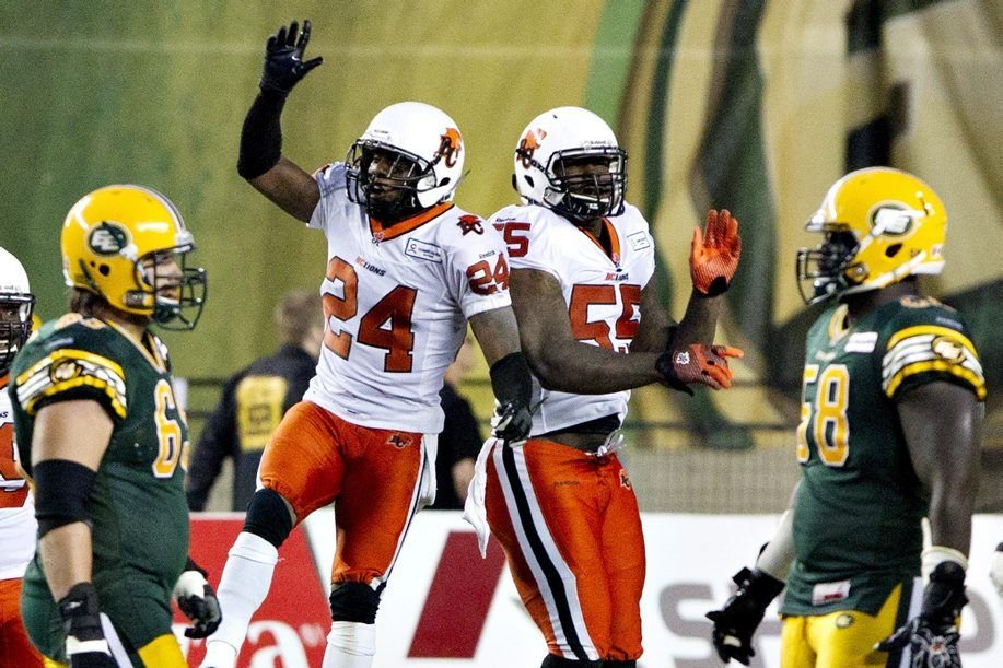 Korey Banks (24) et Julius Williams (55) célèbrent... (PHOTO JASON FRANSON, PC)