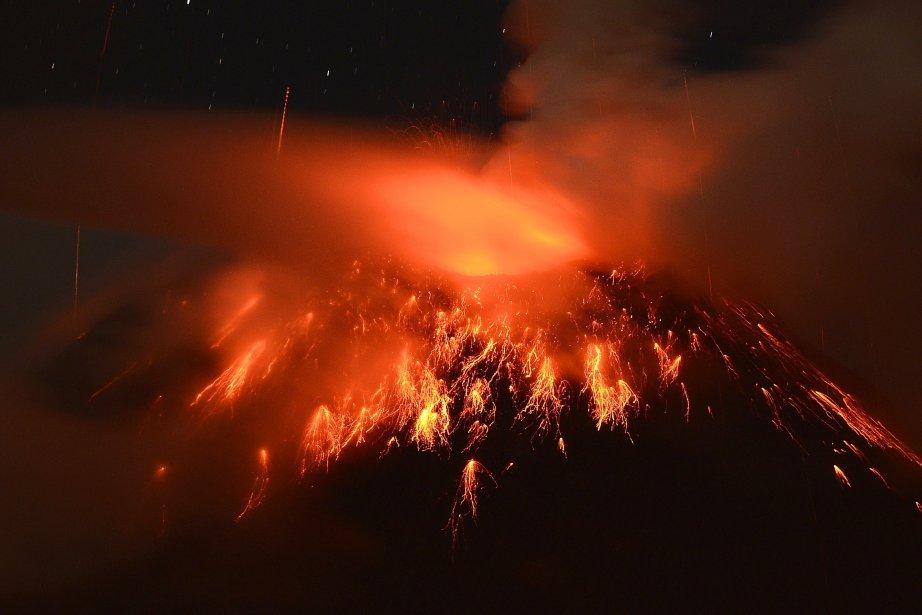 Le volcan Tungurahua, situé dans le centre de... (PHOTO  RODRIGO BUENDIA, ARCHIVES AFP)