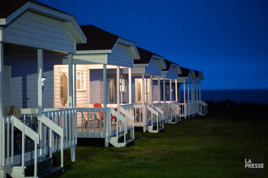 motel cabine bord du fleuve. Black Bedroom Furniture Sets. Home Design Ideas