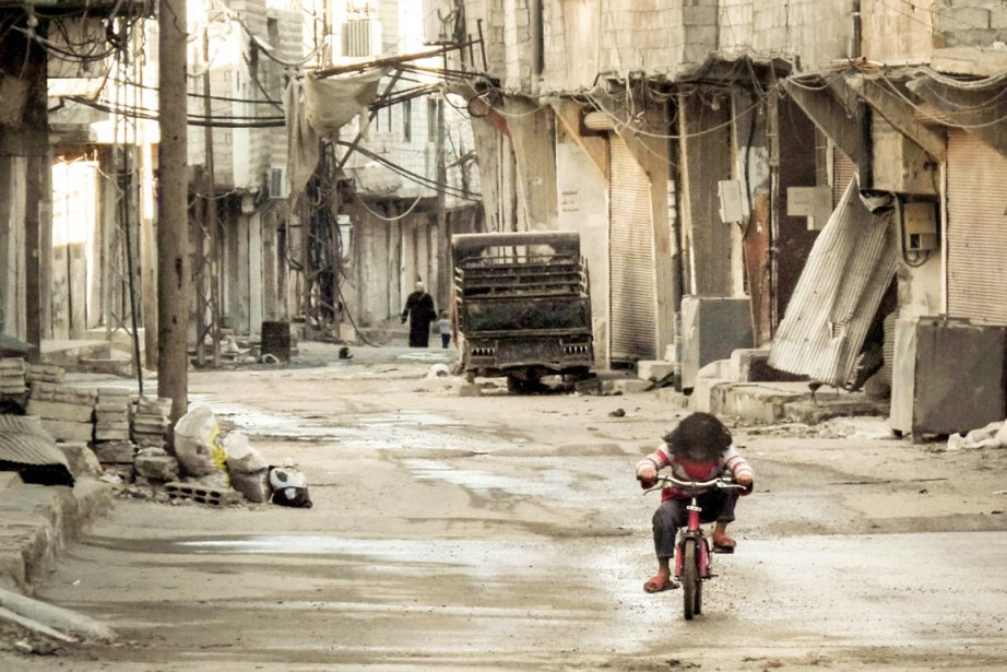 Par ailleurs à Damas, l'offensive de l'armée à... (PHOTO OMAR AL-KHANI, ARCHIVES AFP)