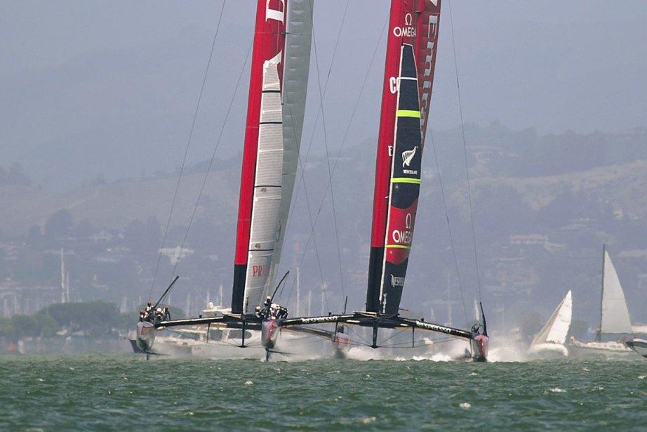 Les équipages de Nouvelle-Zélande et d'Italie, au départ... (Photo : Noah Berger, Reuters)