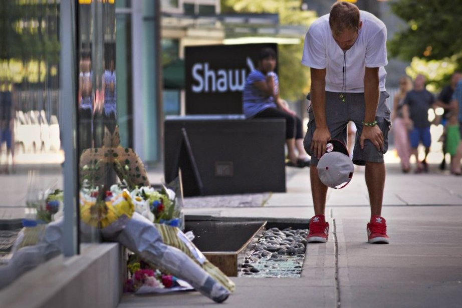 Richard Monteith, cousin de Cory Monteith, se recueille... (Photo: Reuters)