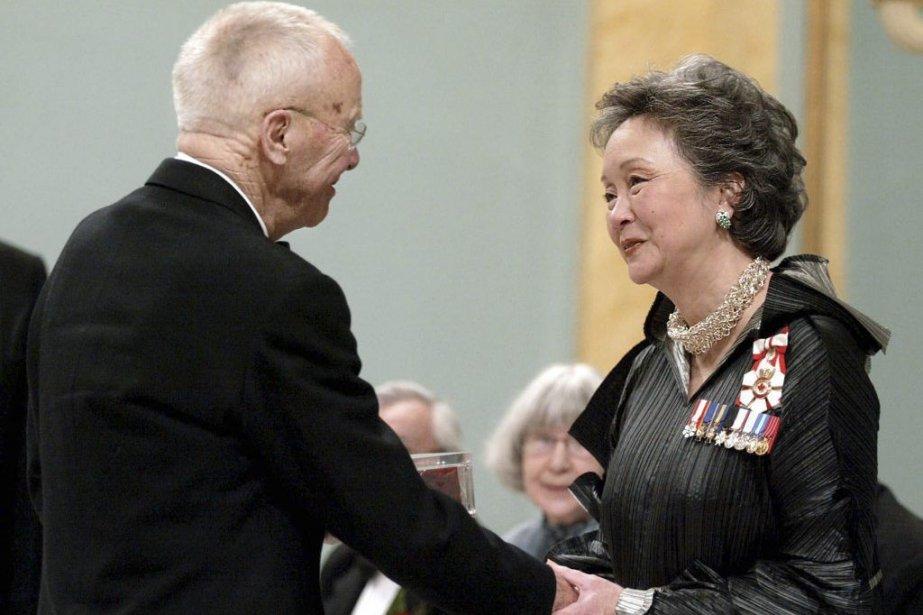 Alex Colville en compagnie de l'ex-gouverneure générale Adrienne... (Photo: archives La Presse Canadienne)
