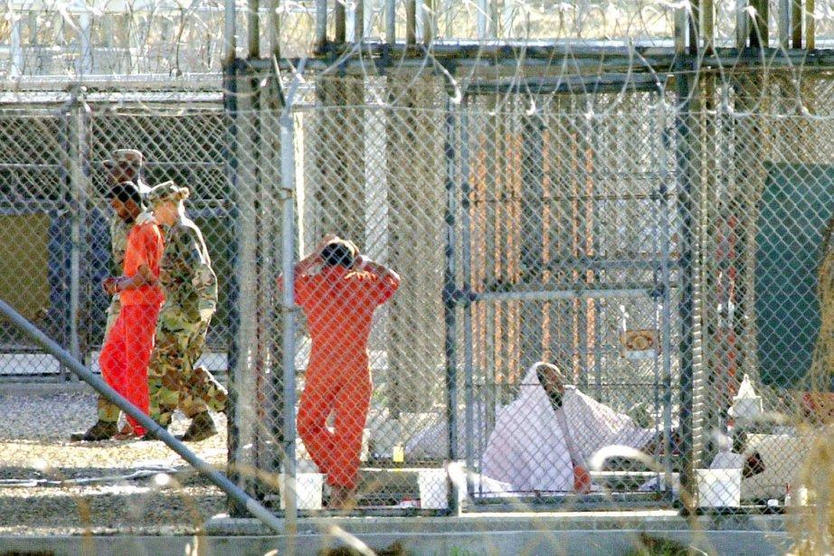 Mardi, sur les 166 prisonniers du camp, les... (PHOTO TOMAS VAN HOUTRYVE, ARCHIVES AP)