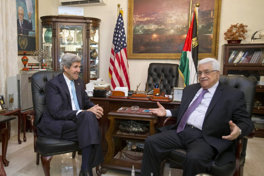 Le secrétaire d'État américain John Kerry (à gauche)... (PHOTO JACQUELYN MARTIN, ARCHIVES AFP)