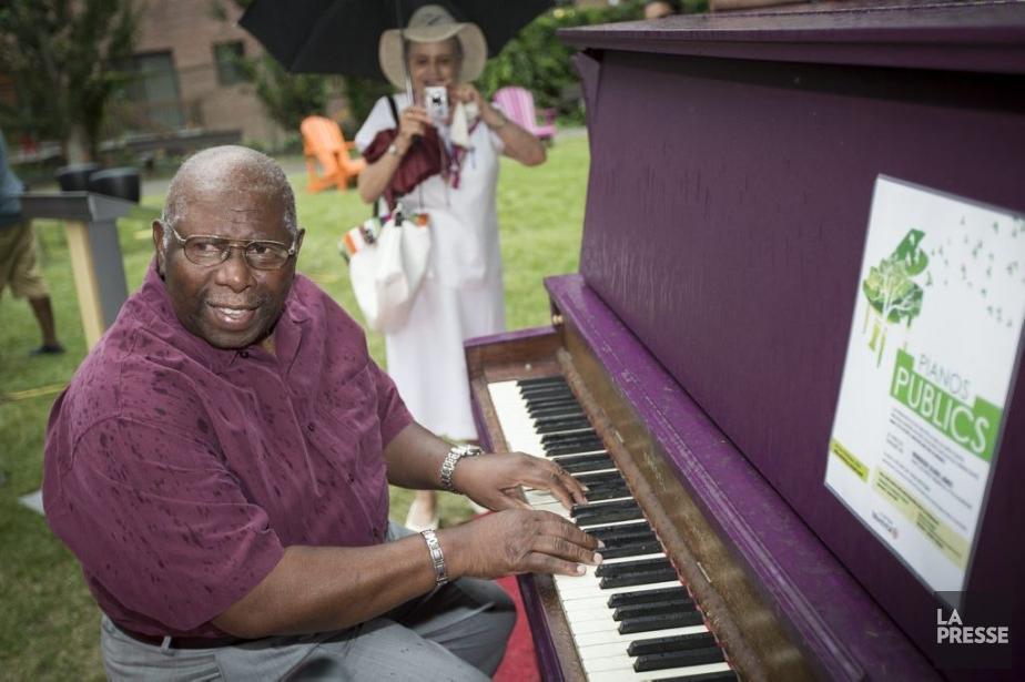 Oliver Jones s'est installé hier au piano du... (Photo: Olivier Pontbriand, La Presse)