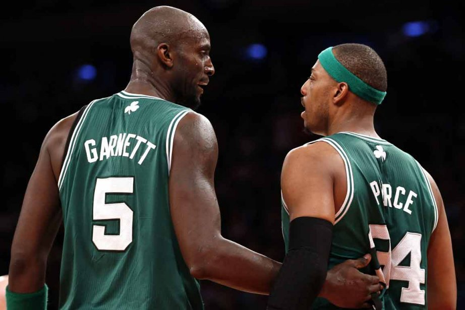Kevin Garnett et Paul Pierce... (PHOTO MIKE SEGAR, REUTERS)