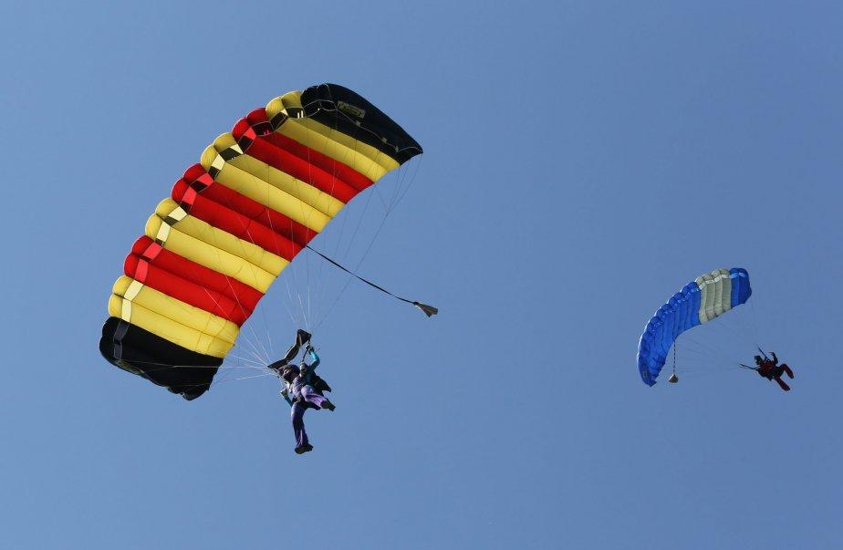 Les Championnats canadiens de parachutisme ont eu lieu à Farnham. | 19 juillet 2013