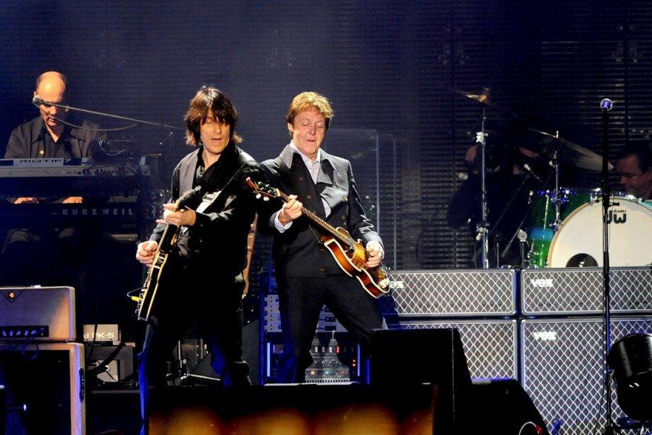 Rusty Anderson et Paul McCartney ont démontré une... (PHOTO PATRICE LAROCHE, ARCHIVES LE SOLEIL)