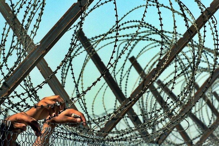 Au moins 500 prisonniers se sont évadés de deux prisons proches... (Photo: AFP)