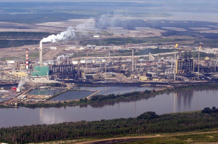 Les installations de Suncor sur la rive de... (Photo archives La Presse Canadienne)