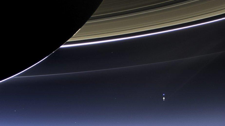 À cette distance, alors que les anneaux de Saturne sont... | 2013-07-23 00:00:00.000