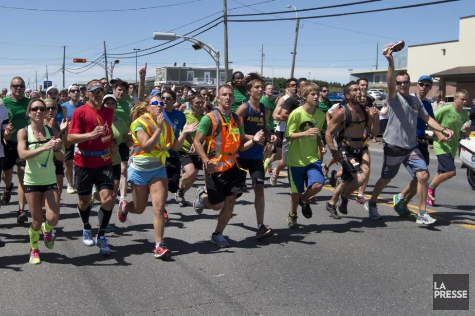 Plus d'un millier de personnes ont couru dimanche... (Photo Robert Skinner, La Presse)