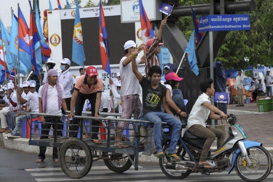Les partisans des différents partis défilent dans les... (Photo AFP)