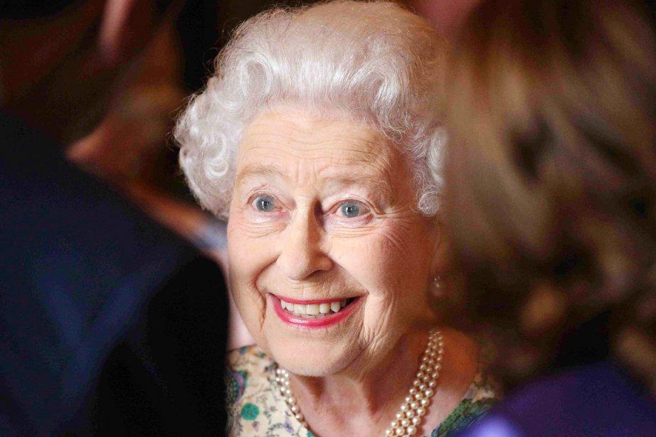 La reine Élisabeth II, au palais de Buckingham,... (PHOTO PHILIP TOSCANO, REUTERS)