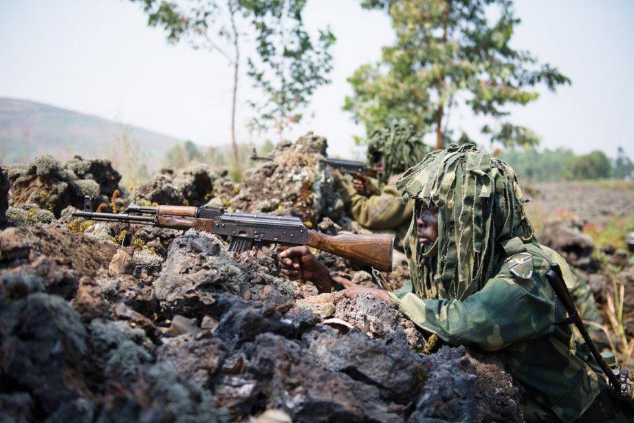 Des soldats des FARDC déployés près de Munigi,... (PHOTO PHIL MOORE, AFP)