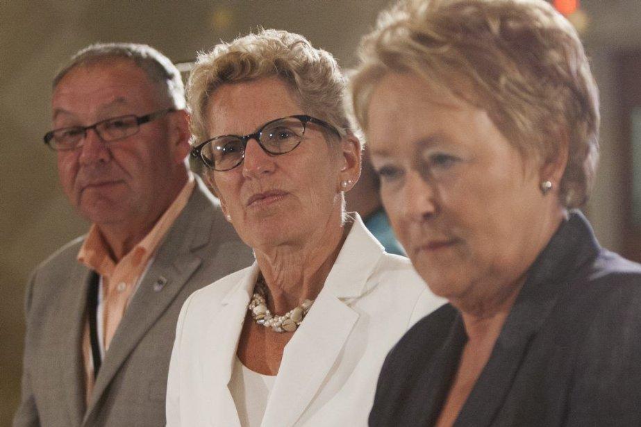 Premier Darryl Dexter,Kathleen Wynne et Pauline Marois.... (Photo La Presse Canadienne)