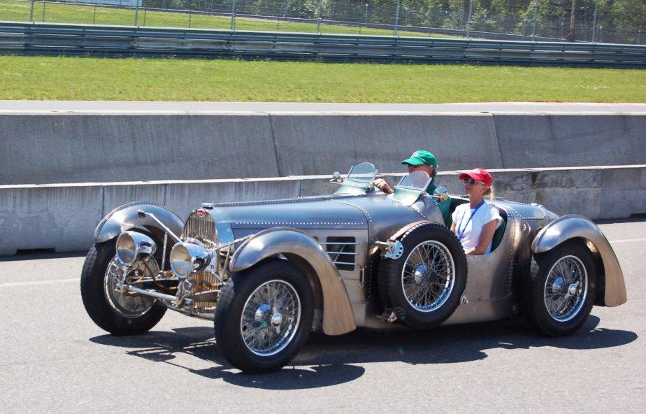 Tous les panneaux de de carrosserie en élektron (alliage de magnésium) de cette remarquable Bugatti Type 57S sont assemblés par rivetage, car on ne savait pas souder le magnésium à l'époque. (Photo Alain Raymond, collaboration spéciale)