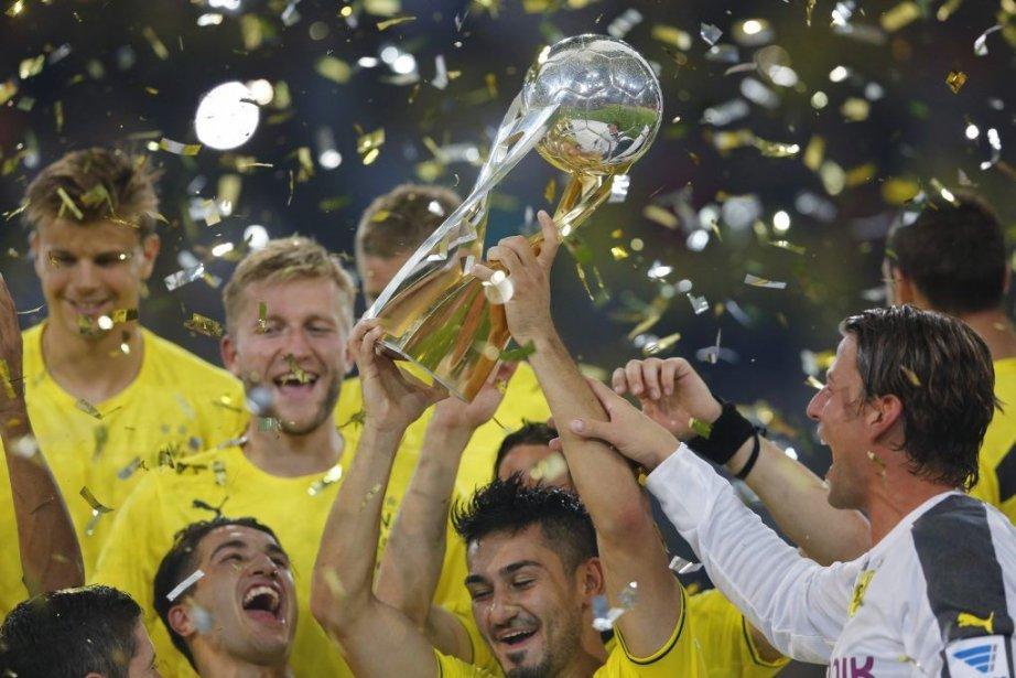 Le Borussia a aussi mis fin à une... (PHOTO WOLFGANG RATTAY, REUTERS)