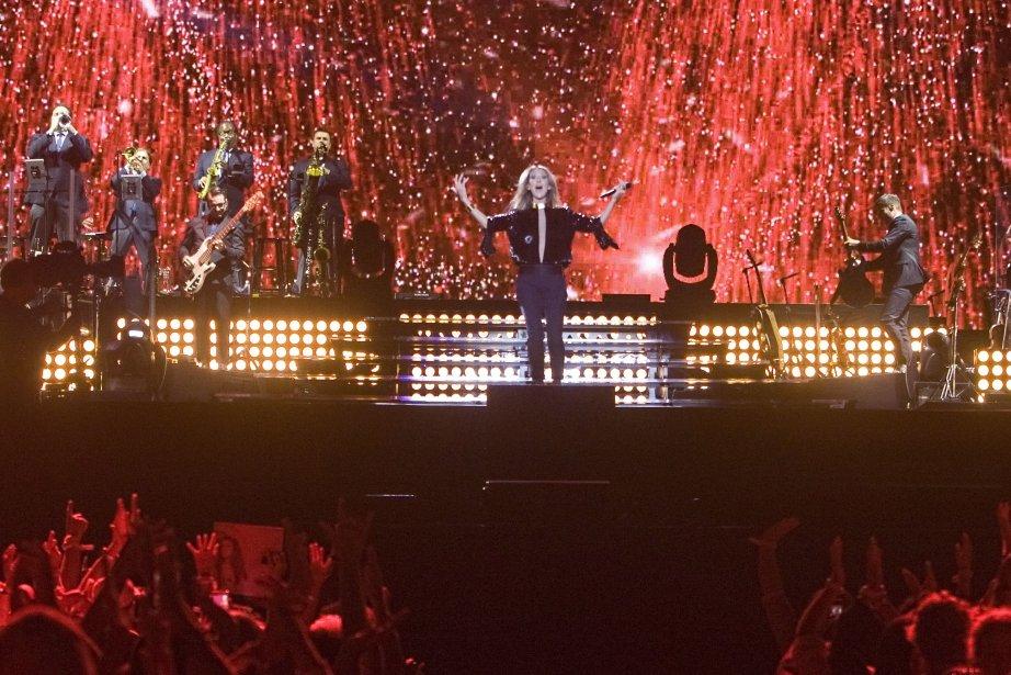 Céline Dion en pleine prestation sur les plaines... (Photo Clément Allard, La Presse Canadienne)