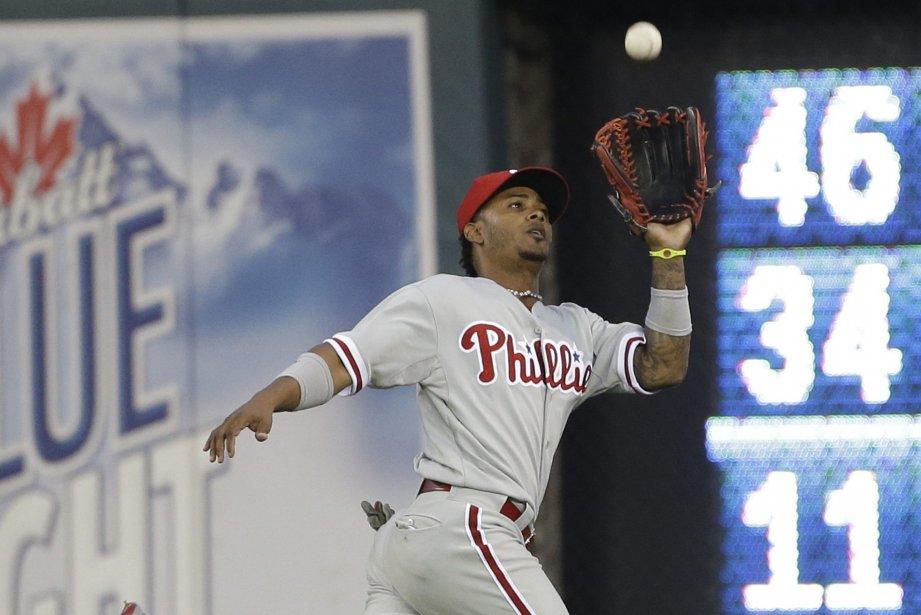 Michael Martinez, joueur au champ centre des Phillies,... (Photo Carlos Osorio, AP)