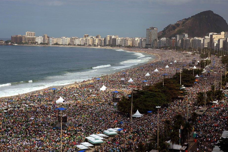 Des millions de pèlerins ont transformé en gigantesque... (PHOTO VANDERLEI ALMEIDA, AGENCE FRANCE PRESSE)