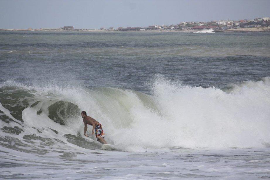 VOYAGE - Surf sur une plage en Uruguay....