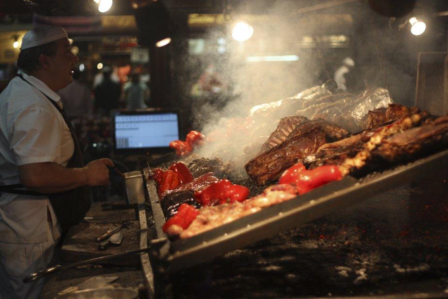 Au marché du port, on cuisine du poisson... mais surtout de la viande! (Photo Sylvain Sarrazin, La Presse)
