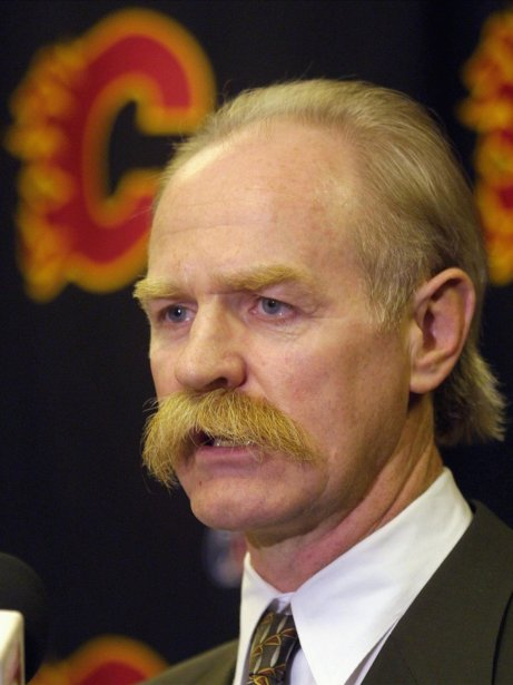 Sans aucun doute le plus célèbre moustachu de la LNH, l'ancienne gloire des Flames de Calgary Lanny McDonald a décidé de se doter de son attribut fétiche durant l'été 1974, lorsqu'il jouait avec les Maple Leafs de Toronto. À l'époque, les Leafs interdisaient à leurs joueurs d'avoir une barbe. McDonald a donc choisi de porter ce qu'il considérait comme une «moustache normale». | 1 août 2013