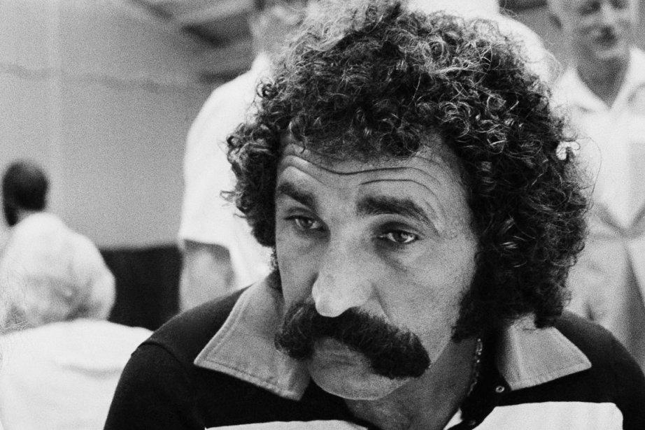 Avant de devenir un homme d'affaires prospère, Ion Tiriac s'est fait connaître en tant que membre de l'équipe roumaine de hockey lors des Jeux olympiques d'Innsbruck, en 1964, puis comme joueur de tennis dans les années 70. En plus de ses prouesses, il était aussi reconnu pour son imposante moustache, qu'il arbore fièrement encore aujourd'hui. | 1 août 2013