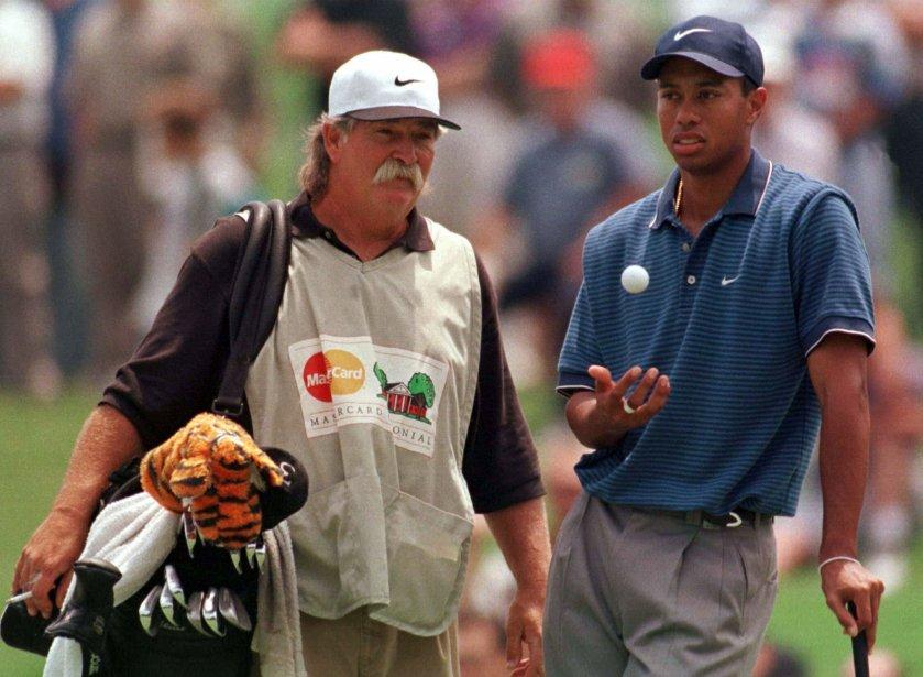 Il n'a jamais remporté un seul tournoi au cours de sa carrière, mais Fluff Cowan est l'un des noms les plus connus des amateurs de golf. Depuis près de 40 ans, ce moustachu arpente les parcours de la PGA à titre de cadet. Il travaille présentement aux côtés de Jim Furyk, après avoir œuvré avec Tiger Woods pendant trois ans. | 1 août 2013