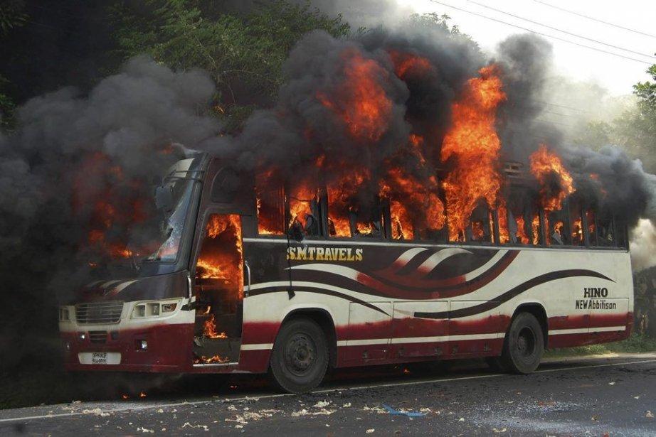 Aux abords de la ville de Bogra, des... (Photo AP)