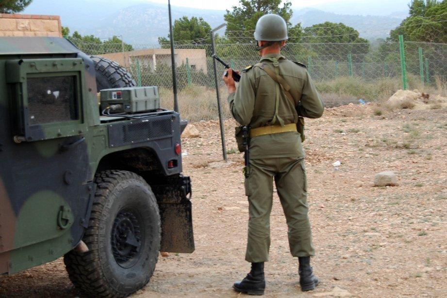 L'armée avait repris ses opérations de ratissage dans... (PHOTO ABDERRAZEK KHLIF, AFP)