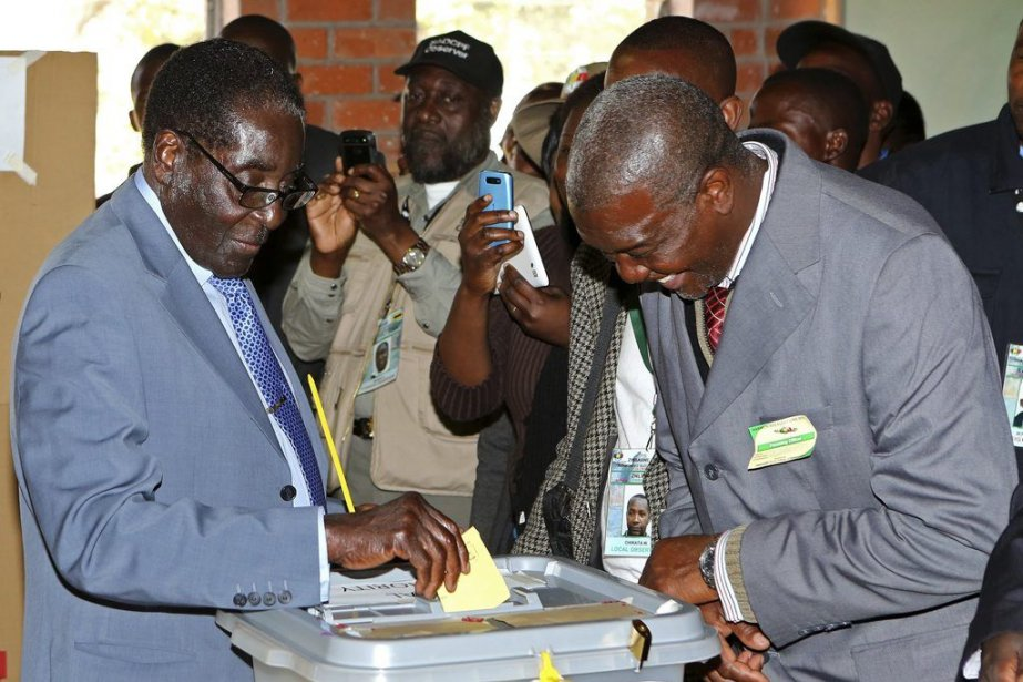 Le président sortantRobert Mugabe lors du vote le... (Photo Reuters)
